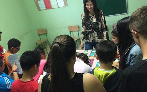 Alumnos jugando al juego Vía-Vida